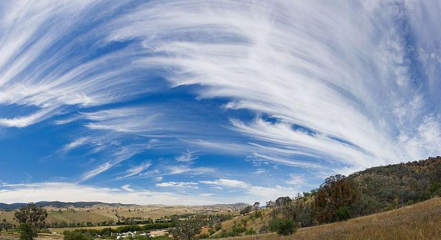Cirrus_sky_panorama