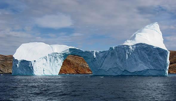Iceberg_with_hole_near_sanderson_hope_2007-07-28_2