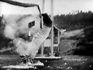 Tacoma Narrows Bridge Collapse - 7 Nov 1940