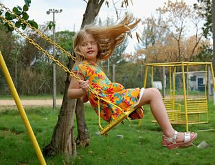 little_girl_on_swing